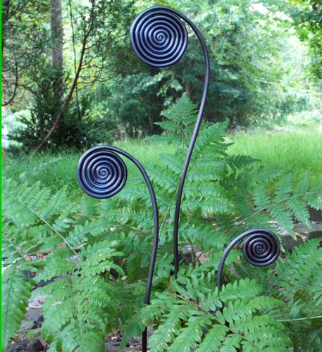 Garden Art: Ferns (GardenDesignOnline)