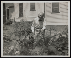 Beinecke 03 William Carlos Williams in garden